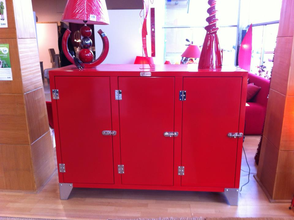fdeco agencement buffet rouge metal wootz mobilier. Black Bedroom Furniture Sets. Home Design Ideas