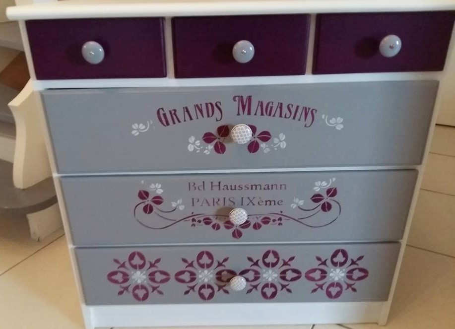 commode-gris-aubergine-texte-grangs-magasins
